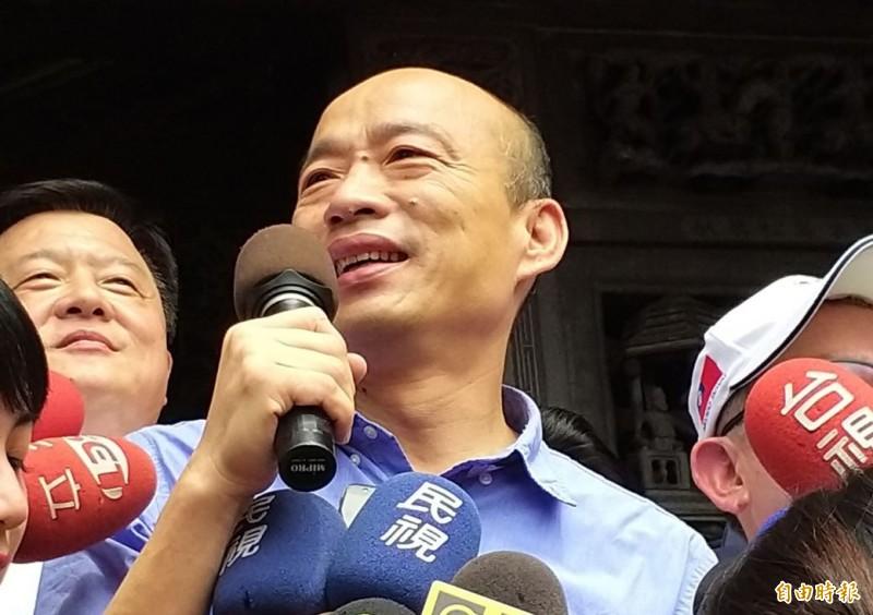 韓國瑜(見圖)走訪新竹各宮廟,接受媒體聯訪時,他痛批總統蔡英文與民進黨利用「國家機器」打壓,他還有另外100人的國政顧問團隊不敢曝光名單,就是怕民進黨打壓。(記者廖雪茹攝)