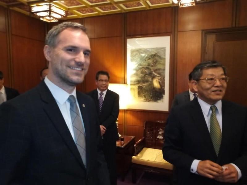 曾籲廢除一中條款 捷克型男市長訪台灣:我們有共通價值!