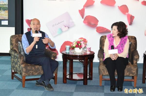 韓國瑜今天與2月份高雄市觀光大使陳文茜對談。(記者張忠義攝)