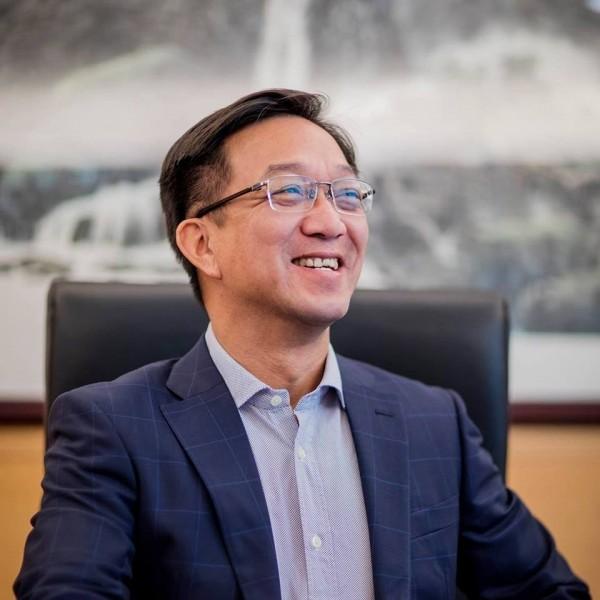 建制派「经民联」籍香港立法会议员、新界乡议局主席刘业强(见图)向港府建议,可以「引入野猪的天敌」,透过生态防治来抑制野猪的繁殖问题。(图撷取自facebook)