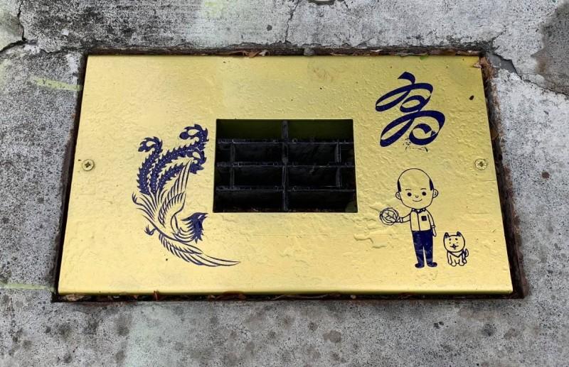 臉書粉專「高雄點Kaohsiung.」貼出多張高雄的排水孔蓋,排水設計讓人相當匪夷所思。(圖擷自高雄點 Kaohsiung.)