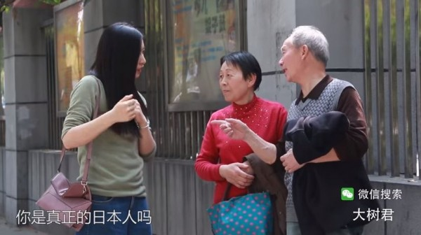 有中國民眾為了解南京居民是否會因過去的南京大屠殺事件,對前去觀光的日本遊客不友善,因此找來日本正妹進行社會實驗,在路上找人問路。(圖擷取自影片)