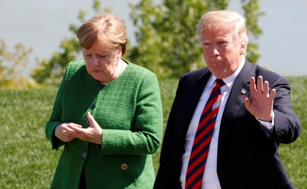 美國總統川普今天對面臨政治危機的德國總理梅克爾落井下石,他在推特發文宣稱,德國民眾因為移民問題,「正紛紛轉為反對他們的領袖」。(路透資料照)