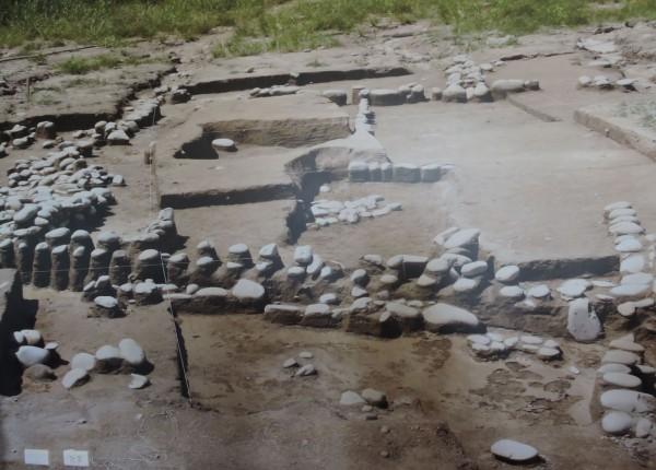 2009年時,台中科博館的考古人員,挖出4000年前人類的房屋以及牆壁等遺址,目前該遺址已遭到破壞。(圖:科博館提供/記者林良哲翻攝)