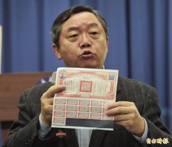 國民黨行管會主委邱大展強調,國民黨目前仍持有尚未兌償的中華民國政府黃金債權,市價達385億1千餘萬元。(記者黃耀徵攝)