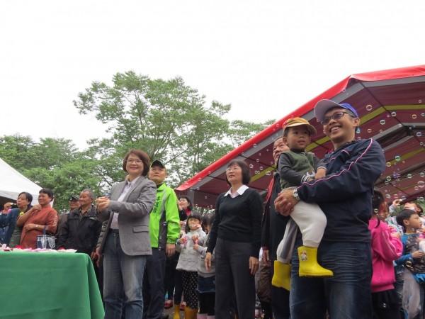 陳清圳指樟湖國中小每年有 3000~7000人到訪,創造社區與學校共榮。(圖擷取自陳清圳臉書)