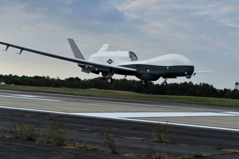 美國海軍MQ-4C Triton無人機在波斯灣荷姆茲海峽附近被擊落。圖非當事無人機。(路透)