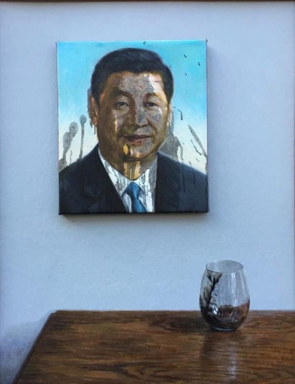 翁冰所畫的被潑墨的習近平畫像。(圖擷取自推特)