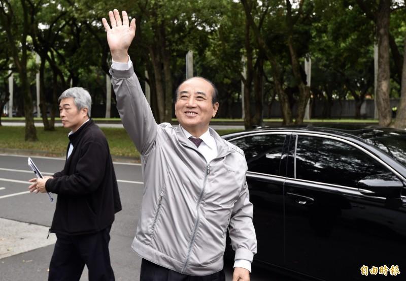 前立法院長王金平12日出席台北市立大學專題演講,在校門口接受媒體訪問。(記者簡榮豐攝)