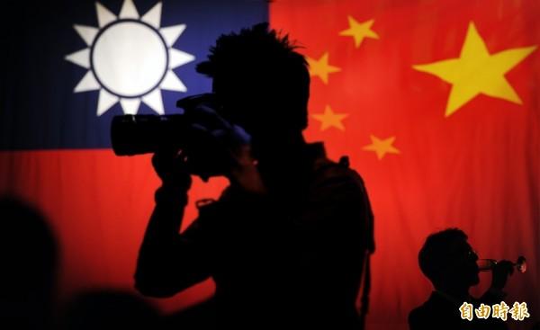 一軍情局少校退役後疑遭中國情治單位吸收,回台發展情報組織。(本報合成照)