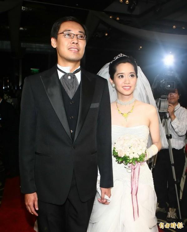 陳以真出身耐斯集團,曾在電視台擔任主播,在2006年嫁給當時仍是工運人士楊偉中曾轟動一時。(資料照)