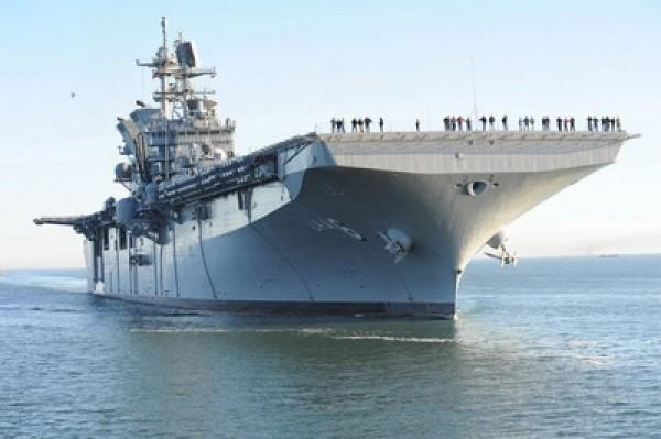 被稱為「非航母的航母」美利堅號兩棲攻擊艦也將進駐,其噸位稍小於中國「遼寧號」,但裝備先進,可攜帶38架軍機與近2000名組員。(中央社)