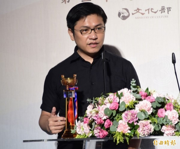 吳明益入選「曼布克國際獎」,未料捲入國名風波。(資料照)