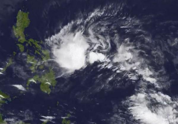 美國氣象專家認為,該熱帶低壓正在增強,將在週六前成為颱風。(圖擷取自Jason Nicholls推特)