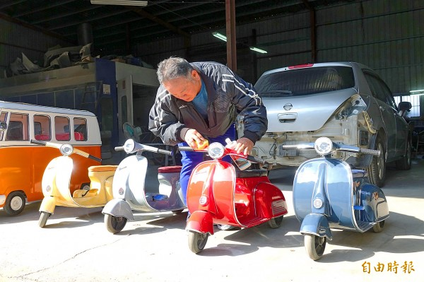 Shih Chin-fu on Jan. 26 polishes one of the scale-model Vespa scooters that he makes by hand in Changhua County. Photo: Liu Hsiao-hsin, Taipei Times