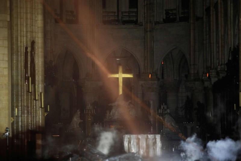 法國巴黎聖母院火災後,內部照片曝光。(法新社)