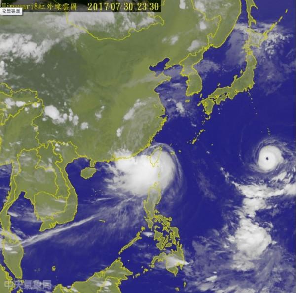 輕度颱風海棠預計31日上午前後就會減弱為熱帶性低氣壓,並解除海上與陸上颱風警報。(圖擷自中央氣象局)