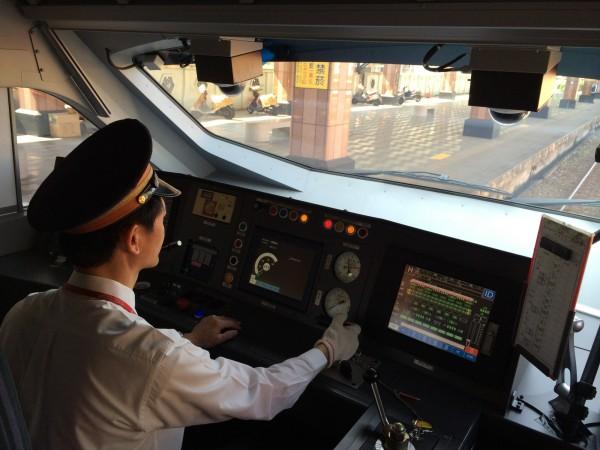 台鐵承認普悠瑪號全未裝設遠端監控設備,關閉須由司機員主動回報,行控中心無法得知。(資料照,台鐵局提供)