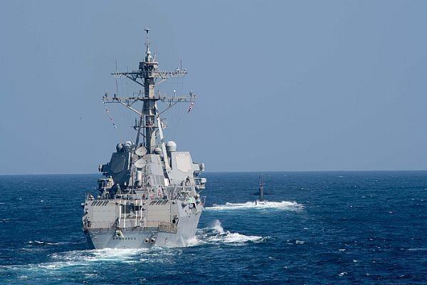 在中美兩國仍針對貿易戰進行談判之際,美軍柏克級神盾驅逐艦「史普魯恩斯號」(見圖)、「普雷貝爾號」在今天進行「航行自由行動」,始進南沙群島美濟礁的12浬範圍內。(圖擷取自美國海軍官網)