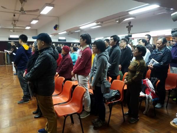 15名天主教徒發表公開信警告,若教廷和中國簽下協議,「可能造成無法彌補的損失」。圖為香港天主教徒。(路透社)