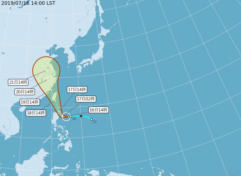 中央氣象局預測的輕颱丹娜絲路徑,預估明天起開始影響台灣。(擷取自中央氣象局網站)