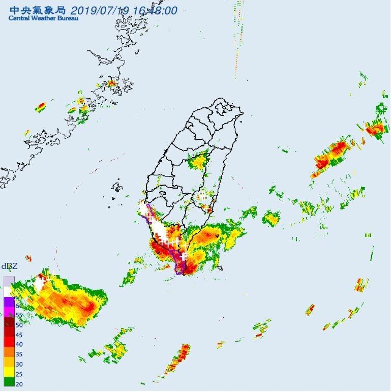 台南市、高雄市、屏東縣在5點30分前恐有大雷雨發生。(圖擷取自中央氣象局)