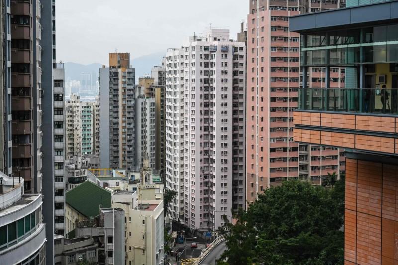 中聯辦與其相關公司「新民置業有限公司」,在1980年代便開始大肆收購香港的房地產,至今已買入近700處物業。(法新社)
