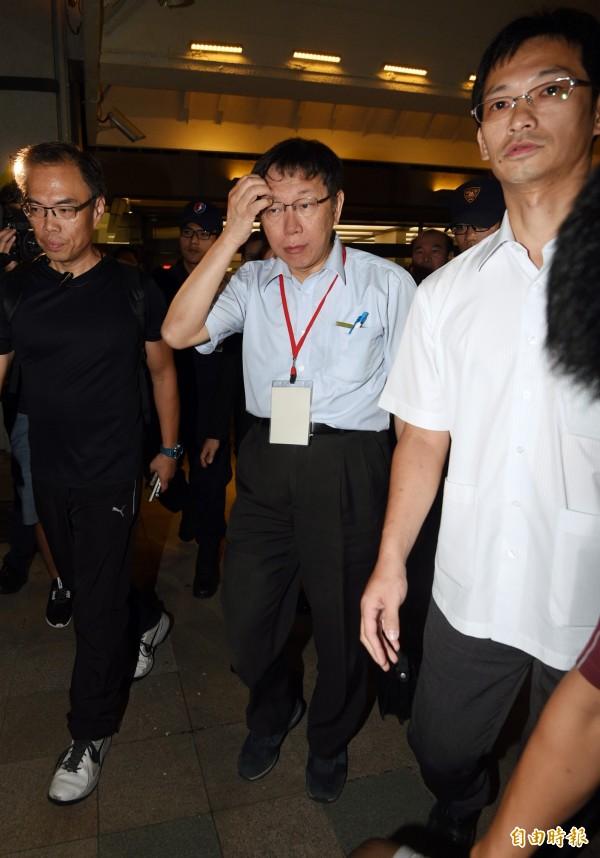 台北市長柯文哲19日晚間搭機自中國返回台灣,這趟上海之行的兩岸論述在國內引發討論。民運人士王丹對於柯文哲說要學習共黨優點表示不滿。(資料照,記者羅沛德攝)