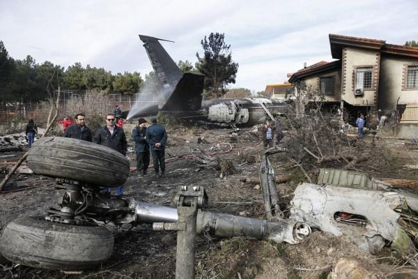 一架波音707貨機在伊朗首都德黑蘭附近墜毀,機上乘客15死1生還。(歐新社)