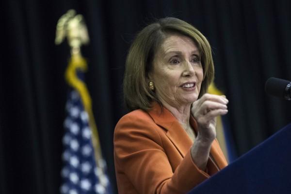 眾議院民主黨領袖裴洛西批評川普這項決定「既危險又任性」。(法新社)