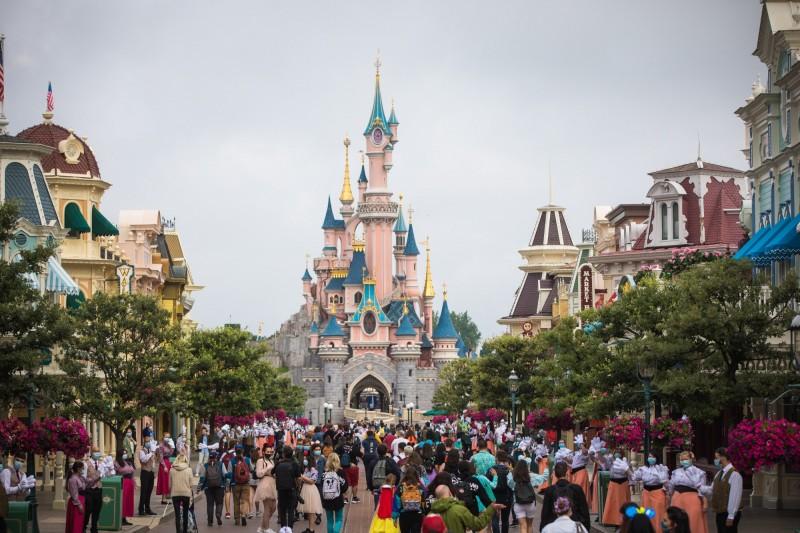 巴黎迪士尼15日重新開放。(歐新社)