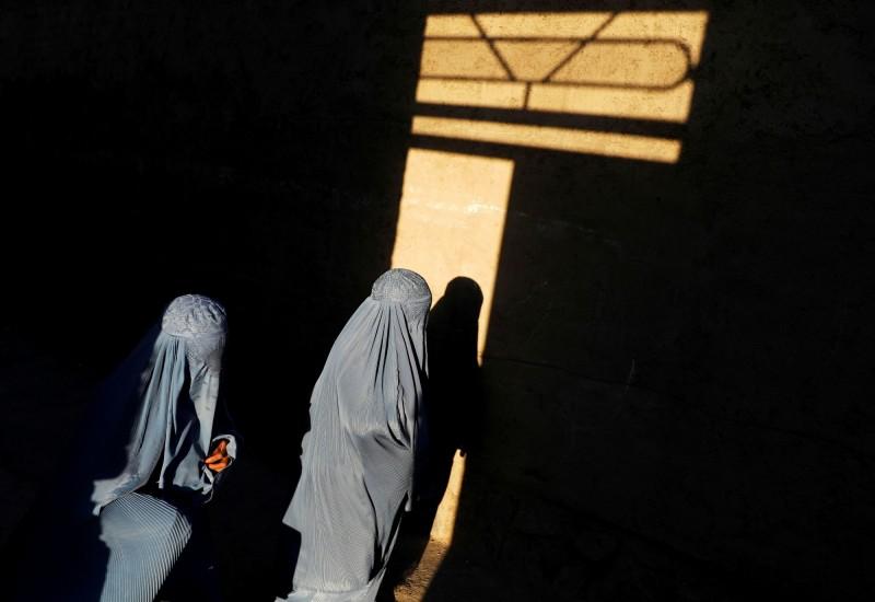 阿富汗廣播電台有名工作人員15日表示,由於塔利班指揮官反對婦女擔任主持人,廣播電台在多次威脅後被迫關閉。(路透)
