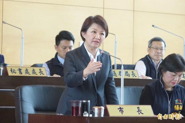 台中市長盧秀燕在議會面對議員質詢時,多次發生議員質詢市長搶答,甚至反質詢的狀況。(本報資料照)