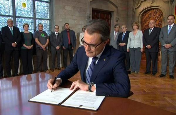 牙加泰羅尼亞自治區主席馬斯宣布,當地將於11月9日舉行獨立公投。(歐新社)