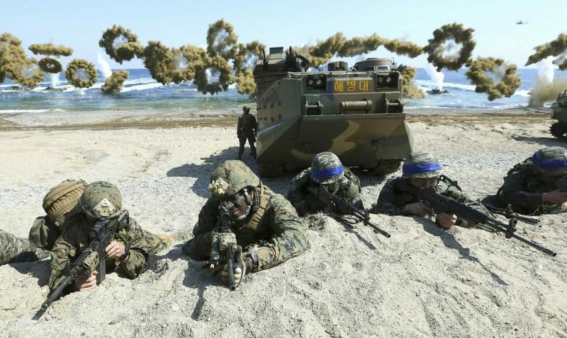 美國擬將日本納入聯合軍,以便在半島發生危機時能迅速出兵,但遭到韓國嚴正反對。圖為美韓軍演。(美聯社)
