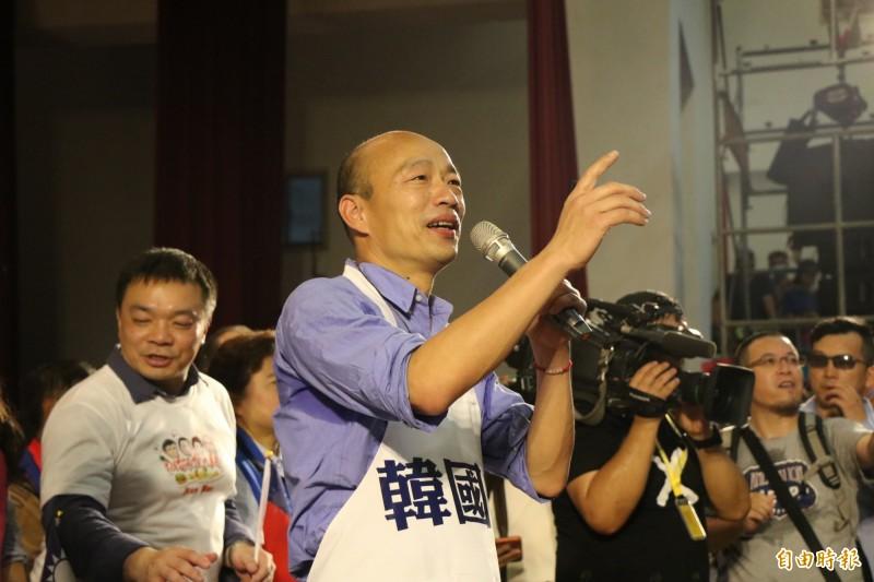 由於某電視台疑似利用新聞報導將高雄市長韓國(見圖)瑜瘋狂造神,使不少網友詬病,並戲稱該電視台為「韓天電視台」。(資料照)