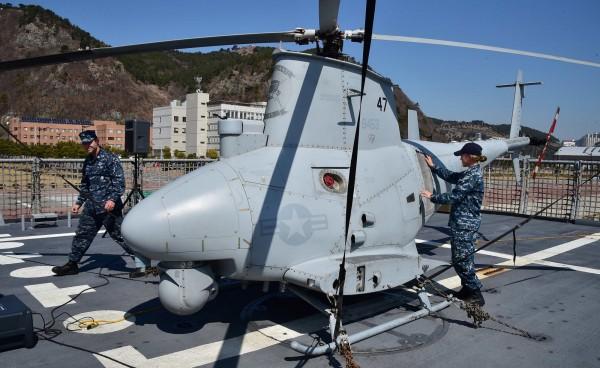 MQ-8B無人直升機可配備地獄火飛彈與雷射導引火箭彈,海軍認為此型無人機可成為多功能武器系統。(路透)
