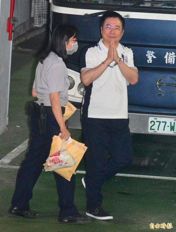 國民黨前政策會執行長蔡正元涉侵占中影資產3.7億,台北地方法院裁定羈押禁見。 (記者王藝菘攝)