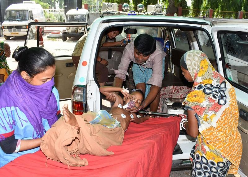 印度比哈爾邦至今已有103名兒童疑似因荔枝毒素罹患腦炎死亡。(法新社)