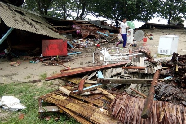 海嘯無預警突襲,災後當地一片狼藉。(美聯社)
