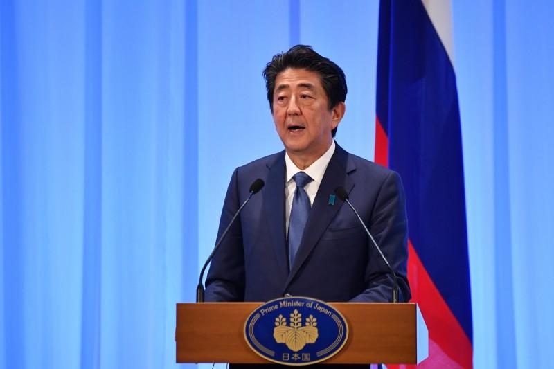 日本首相安倍晉三(見圖)在G20宣布建動「大阪框架」,創造一套新的國際規範,對網路資訊在各國之間的流通做出規範,提供國際電子商務在全球通用的準則。(歐新社)