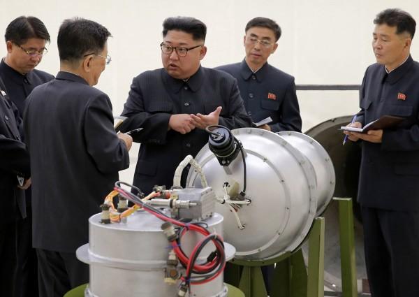 北韓邀請習近平中國貴賓於北韓國慶日來作客,官員卻酸中國製產品品質太低劣,北韓人都不用了。(美聯社)