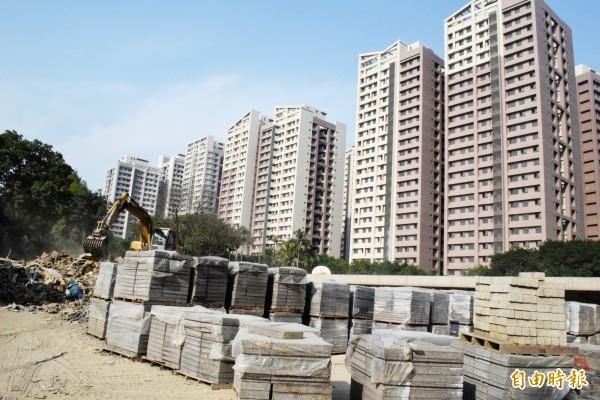 浮洲合宜宅工程品質堪慮,住戶組成自救會要求政府「硬起來」。(資料照)