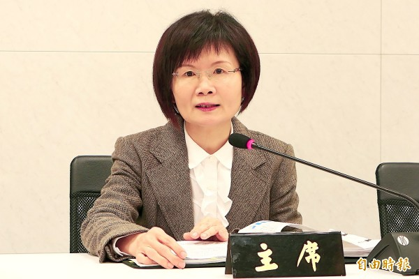 Department of Statistics Director-General Beatrice Tsai announces the nation's export figures for last month in Taipei yesterday. Photo: Wu Chia-jung, Taipei Times