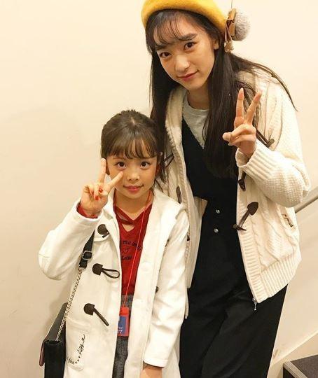 夏目璃乃(右)比同年齡學生高出許多。(圖擷自Instagram)