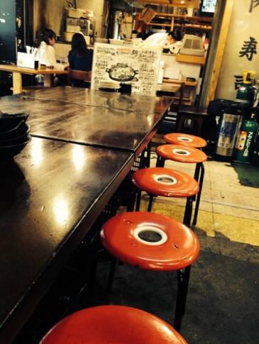 「保田ジュン」雖未揭露該間店的店名,但有網友在搜尋後指出,該間店似乎是位於東京的「恵比寿横丁 だるまてんぐ」。(圖擷自twitter)