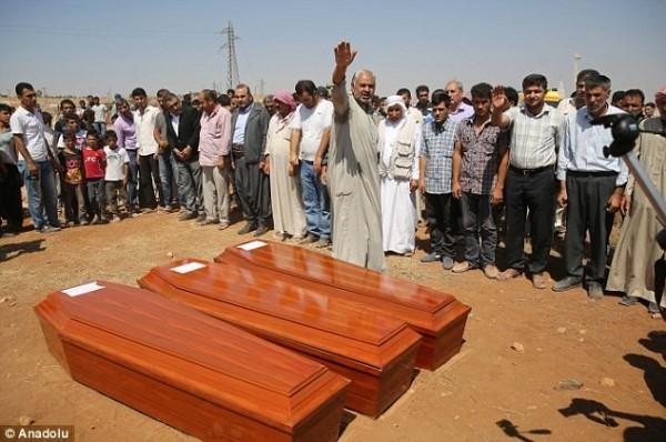 庫迪的妻兒安葬於家鄉。(圖擷取自《每日郵報》)