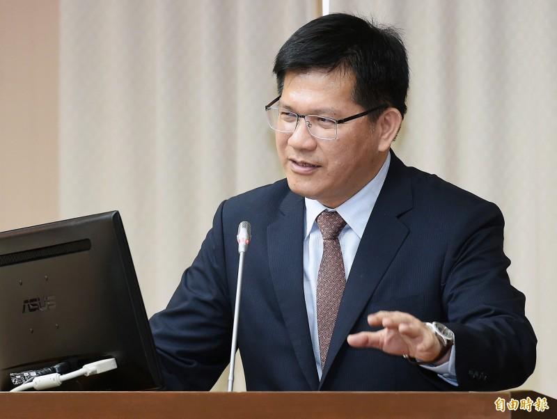 交通部長林佳龍今天接任正好滿100天,針對近期的長榮航空勞資爭議,他表示雙方仍有協商空間。(資料照)