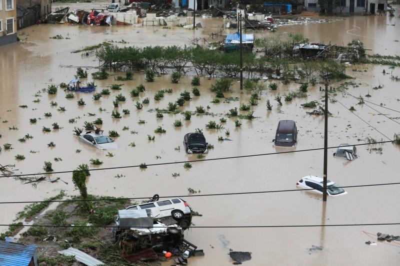 第9號颱風「利奇馬」重創中國浙江省,驚人暴雨引發嚴重洪災和土石流,超過500萬人受災。(路透)