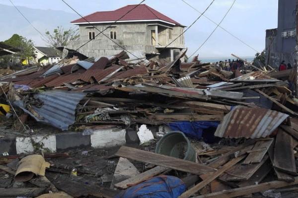 災後的印尼蘇拉威西島一片狼藉。(歐新社)